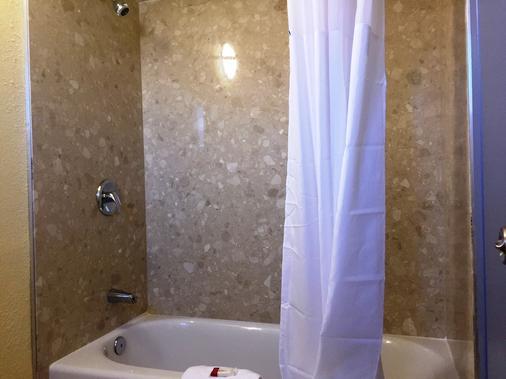 凤凰机场戴斯酒店 - 凤凰城 - 浴室