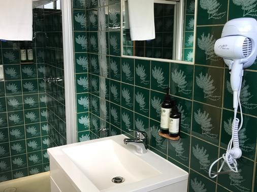 依鲁卡汽车旅馆暨餐厅 - 阿波罗贝 - 浴室