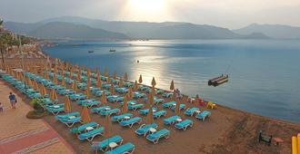 白金蓝湾酒店 - 马尔马里斯 - 海滩