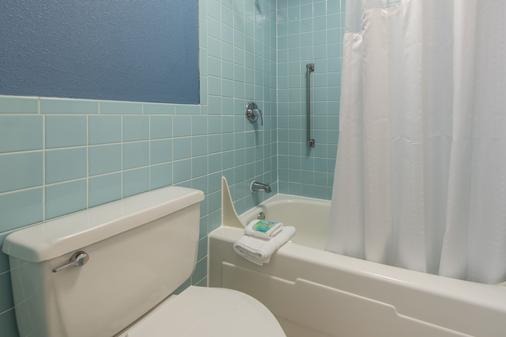 格兰斯通旅舍 - 加特林堡 - 浴室