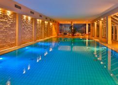 希尔彻洛斯申豪华温泉&高尔夫度假村酒店 - 蒂门多弗施特兰德 - 游泳池