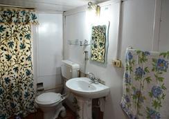 赞大利宫船屋酒店 - 斯利那加 - 浴室