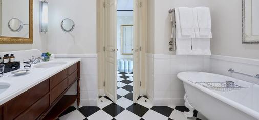 伦敦萨沃依饭店 - 伦敦 - 浴室