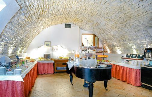 布拉格李奥纳多酒店 - 布拉格 - 自助餐