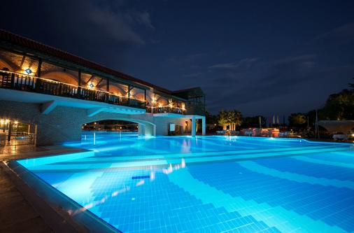 利马利姆拉酒店 - 凯麦尔 - 游泳池