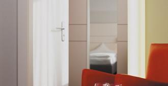 弗洛特尔杜伊斯堡索拉塔酒店 - 杜伊斯堡 - 睡房