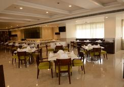 Regenta Central - A Hotel By Royal Orchid Group of Hotels - 斋浦尔 - 餐馆