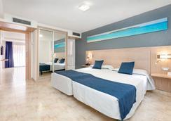 阿德赫海岸塔哥洛家庭欢乐酒店 - 阿德耶 - 睡房