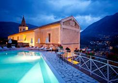 邓恩莫纳奇酒店 - 马拉泰亚 - 游泳池