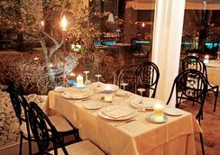 邓恩莫纳奇酒店 - 马拉泰亚 - 餐馆