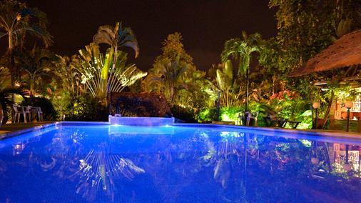 维拉克里奥别墅酒店 - 哈科 - 游泳池
