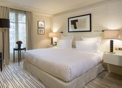 蒙田酒店 - 巴黎 - 睡房