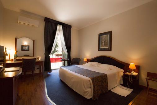 马西莫广场酒店 - 巴勒莫 - 睡房