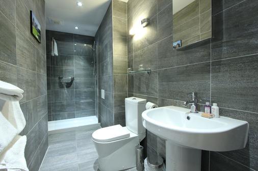 安多宫殿旅馆 - 皮特洛赫里 - 浴室