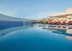 布尔迪拜使馆区假日酒店 - 迪拜 - 游泳池