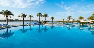 贝尔维尤俱乐部度假村 - 阿尔库迪亚 - 游泳池