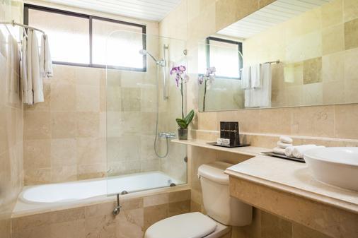多拉达斯蓝湾渡假村 - 限成人 - 式 - 普拉塔港 - 浴室