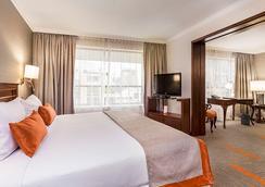 埃布罗河森林广场酒店 - 圣地亚哥 - 睡房