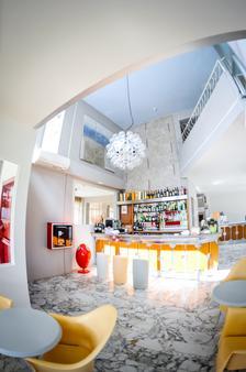 阿尔巴酒店 - 马里纳-迪-皮特拉桑塔 - 酒吧
