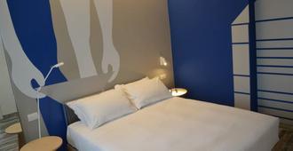 阿尔巴酒店 - 马里纳-迪-皮特拉桑塔 - 睡房