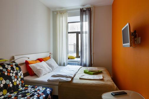 圣彼得堡G73车站酒店 - 圣彼德堡 - 睡房