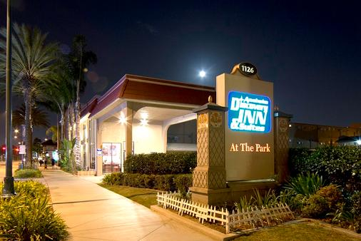 Anaheim Discovery Inn & Suites - 安纳海姆 - 建筑