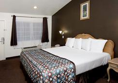 Anaheim Discovery Inn & Suites - 安纳海姆 - 睡房