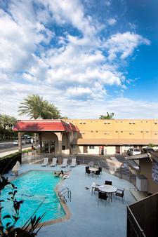 Anaheim Discovery Inn & Suites - 安纳海姆 - 户外景观