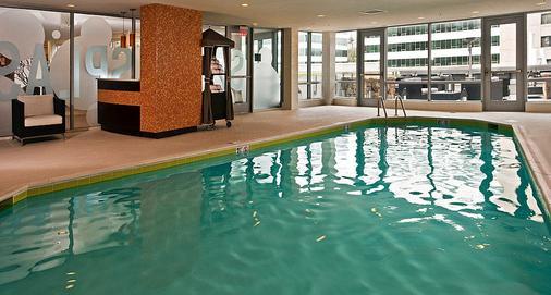 阿灵顿首都景酒店 - 阿林顿 - 游泳池