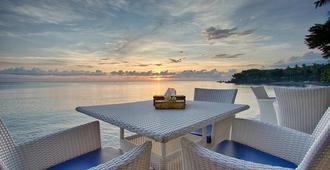玛塔哈里图拉姆本度假潜水及水疗酒店 - 库布 - 露台