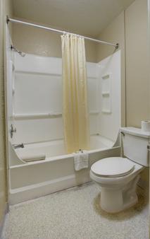萨利纳斯晚安旅馆 - 萨利纳斯 - 浴室