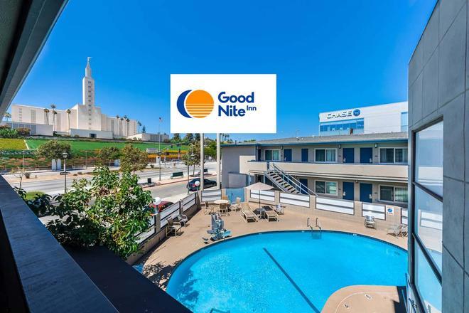 阿祖尔酒店 - 洛杉矶 - 游泳池