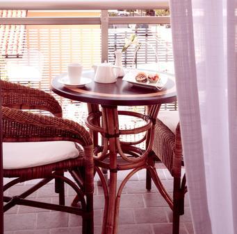 贝里尼酒店 - 利尼亚诺萨比亚多罗 - 阳台