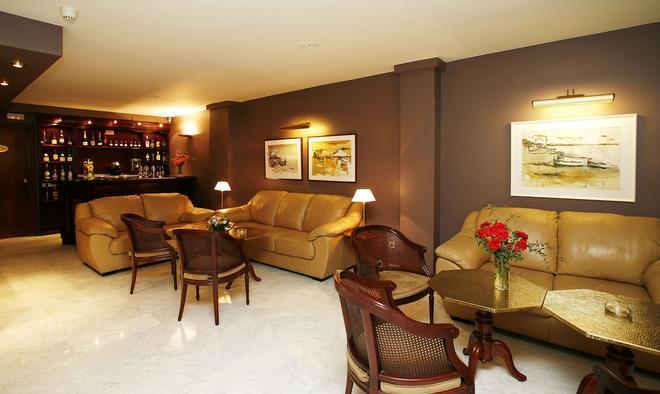 卡利多尼安酒店 - 巴塞罗那 - 客厅