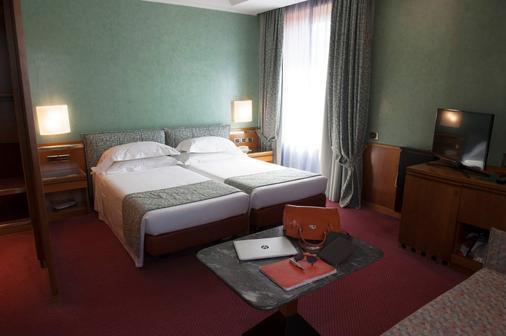 米兰米开朗基罗酒店 - 米兰 - 睡房