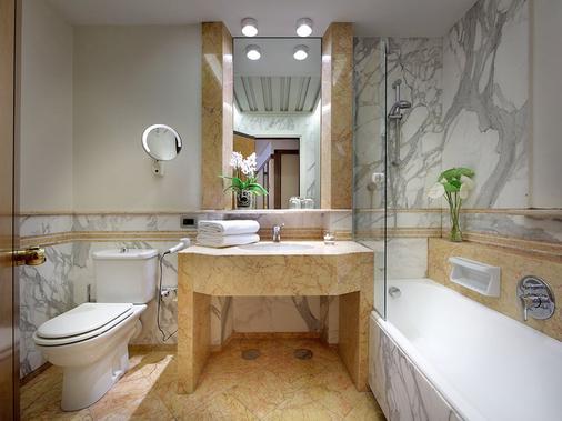埃克斯雄伟酒店 - 那不勒斯 - 浴室