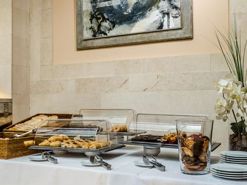 里瑞卡豪图萨酒店 - 马德里 - 自助餐
