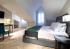 里瑞卡豪图萨酒店 - 马德里 - 睡房