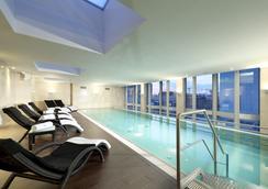 信息欧洲之星柏林酒店 - 柏林 - 游泳池