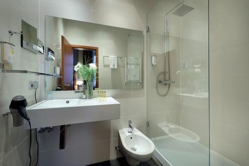 马克西米连欧洲之星公园酒店 - 雷根斯堡 - 浴室
