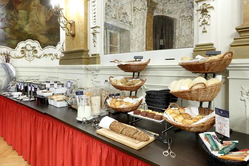 马克西米连欧洲之星公园酒店 - 雷根斯堡 - 自助餐