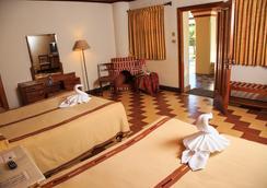 Regis Hotel & Spa - Panajachel - 睡房