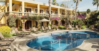 恩坎托酒店及套房 - 卡波圣卢卡 - 游泳池