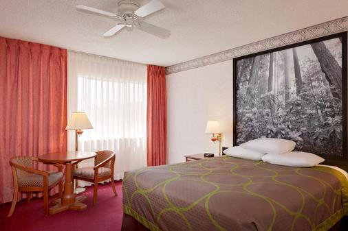 尤里卡速8酒店 - 尤里卡 - 睡房
