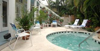 苍鹭楼苑酒店 - 只限成人 - 基韦斯特 - 游泳池