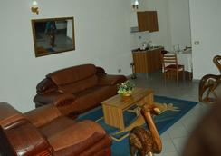 Hotel Franco - Yaounde - 休息厅