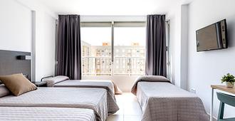 萨法里酒店 - 甘迪亚 - 睡房