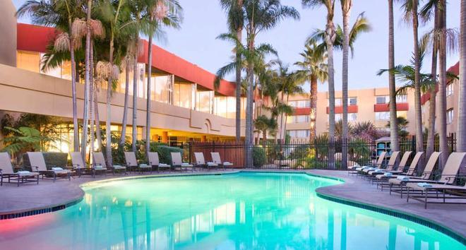 万豪文图拉海滩酒店 - 文图拉 - 游泳池