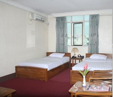 良日酒店 - 仰光 - 睡房