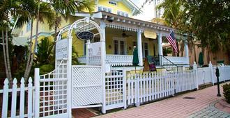 芙蓉花市区棕榈海滩住宿加早餐旅馆 - West Palm Beach - 建筑